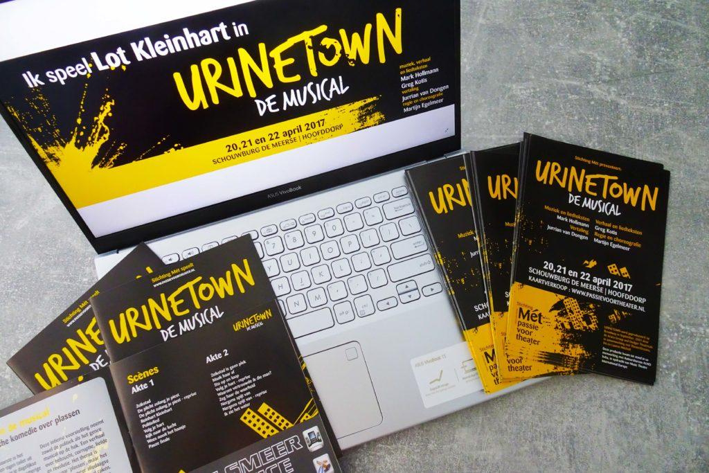 potentiële klanten voor programmaboekjes, online banners en flyers aantrekken zakelijke vormgeving